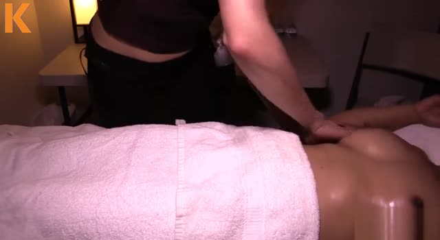 Camera ascunsa masaj lesbian