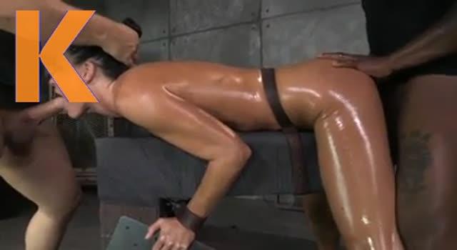 Blocata si facuta posta BDSM
