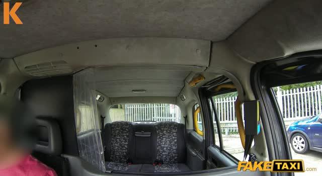 Actiune porno in taxi